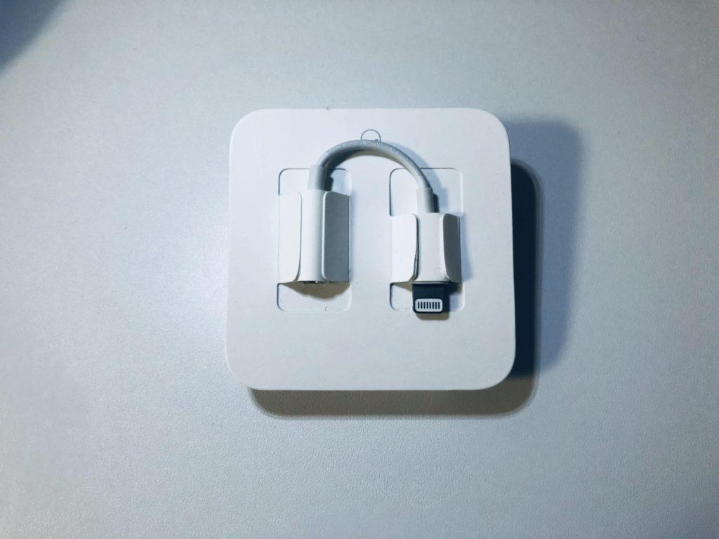 """alt""""iPhoneに同梱しているイヤホン中継器"""""""